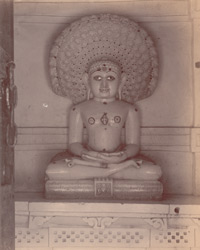 Image of the Jain tirthankara Parsvanatha in a corridor of the Vallabhai Tuk, Satrunjaya